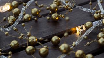 LED svetelná reťaz na batérie - zlaté perly