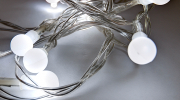 LED svetelná reťaz na batérie - ľadová biela
