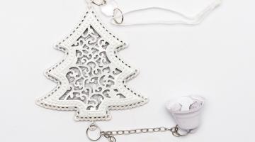 Závesná kovová dekorácia Strom so zvončekom