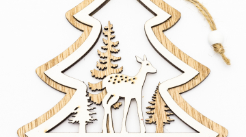 Stromček - závesná drevená dekorácia