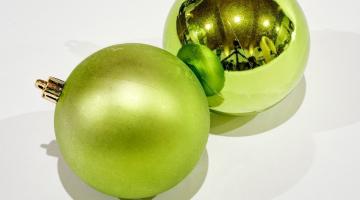 Zelené plastové gule