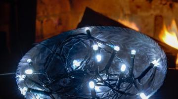 Vonkajšia svetelná reťaz na batérie - ľadová biela